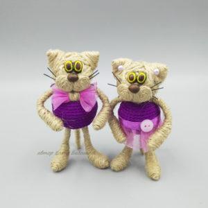 кот малый в фиолетовой одежде