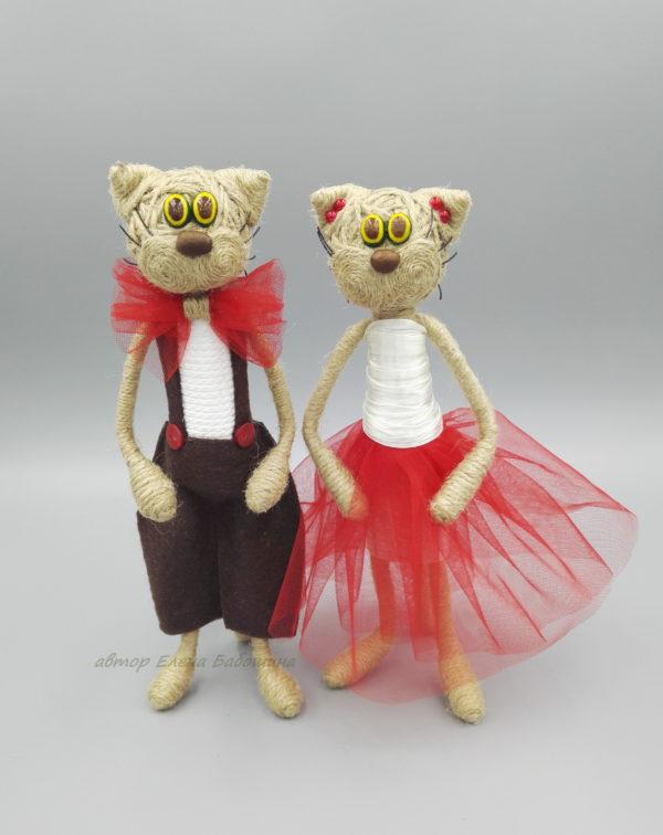 Кот большой 22 см в красном мальчик и девочка