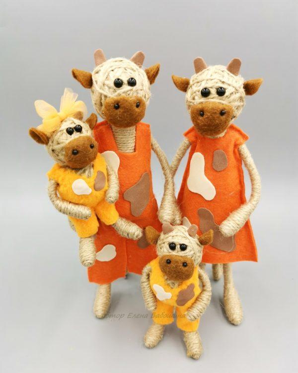 Бык большой 22 см в оранжевом с детьми
